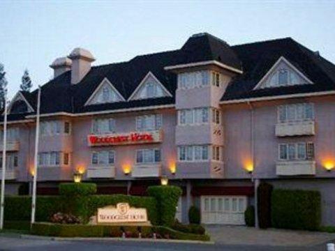 伍德克雷斯特酒店(Woodcrest Hotel)