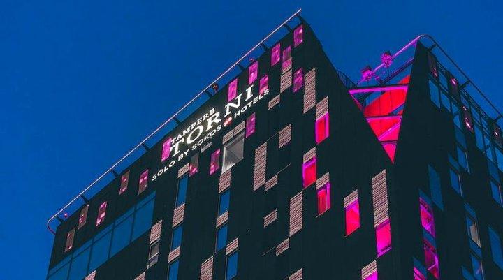 赫尔辛基托尔尼索罗索考斯酒店(Solo Sokos Hotel Torni Helsinki)