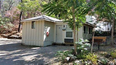 印地安公寓房车公园 - 帐篷小屋酒店(Indian Flat RV Park - Tent Cabins & Cottages)