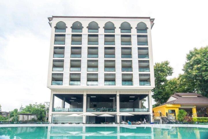 清孔柚木花园河滨酒店(Chiangkhong Teak Garden Riverfront Hotel)