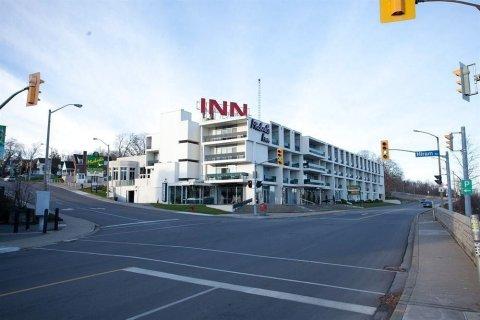瀑布风景旅客之家酒店(Travelodge by Wyndham Niagara Falls Fallsview)