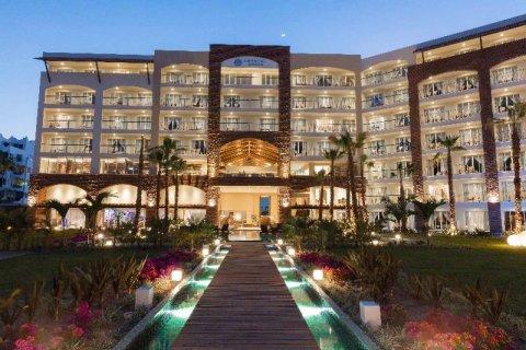 雷夫莱科特克里斯托格兰德洛斯卡博斯酒店(Krystal Grand Los Cabos)