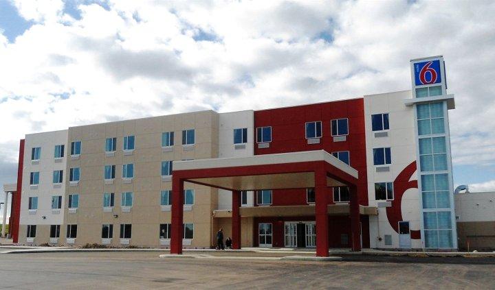 阿尔伯达艾尔德里 6 号汽车旅馆(Motel 6 Airdrie, AB)