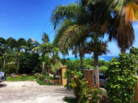 半山翡翠庄(Saipan Emerald Villa)