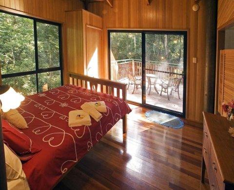 斯普灵溪里瑞伯德瑞翠特酒店(Springbrook Lyrebird Retreat)