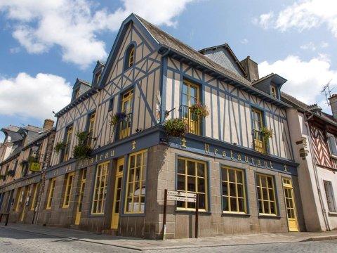 白马客栈酒店(Logis Auberge du Cheval Blanc)