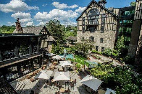 多伦多老磨坊酒店(Old Mill Toronto)