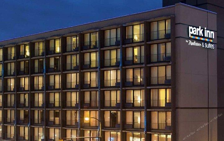 温哥华丽柏套房酒店(Park Inn & Suites by Radisson Vancouver)