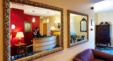 利斯坎诺港酒店(Liscannor Harbour Hotel)