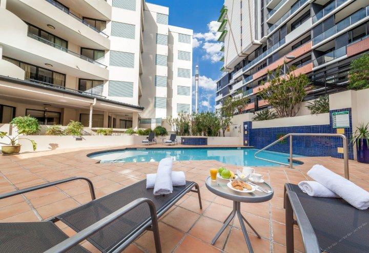 布里斯班西端中央公寓酒店(West End Central Apartments Brisbane)