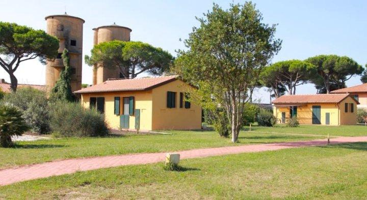 蒂勒尼亚公寓式酒店(La Fattoria di Tirrenia)