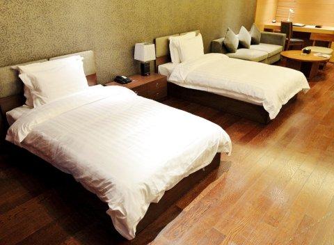 青岛五四广场海景美仑国际酒店(原远雄悦来酒店公寓)