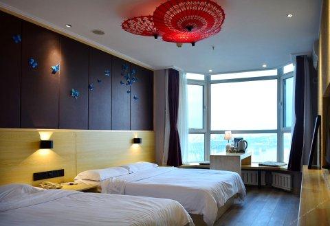 虎跃青云酒店(丹东火车站鸭绿江断桥海关店)