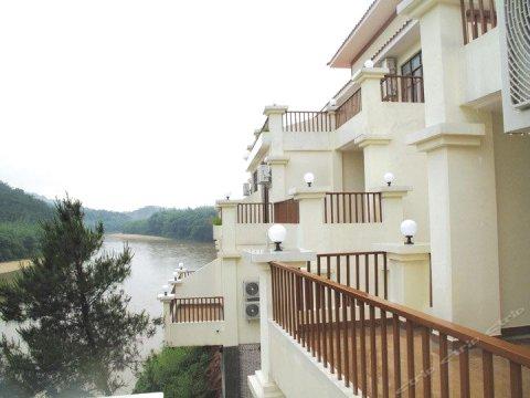 藤县石表山河畔酒店
