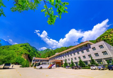 平山峡谷大酒店