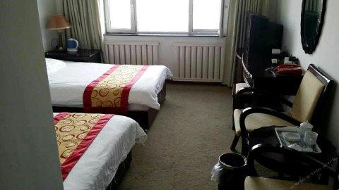 布尔津鑫泰商务酒店