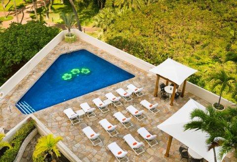 鲁阿纳威基基套房酒店(Luana Waikiki Hotel & Suites)