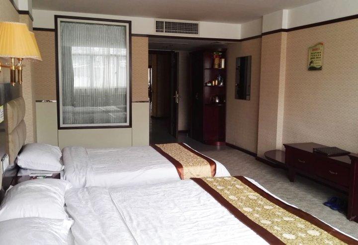 镇雄世纪商务酒店