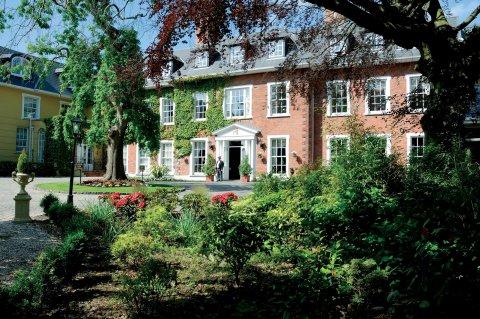 干草地庄园酒店(Hayfield Manor)