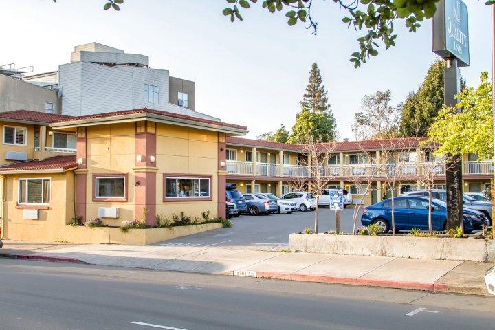 伯克利分校品质酒店(Quality Inn University Berkeley)