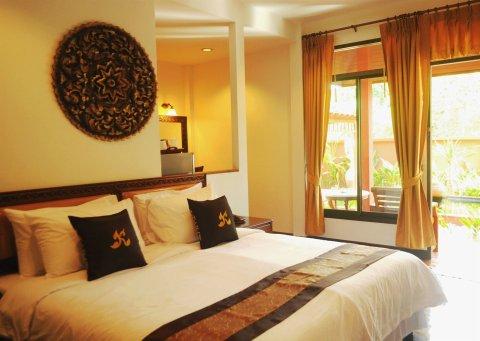 卢恩卡诺克泰屋度假酒店(Ruenkanok Thaihouse Resort)