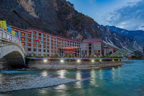 香格里拉巴拉格宗藏式生态大酒店