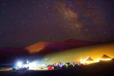 敦煌鸣沙山国际沙漠露营基地