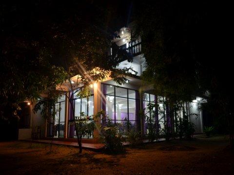 曼内尔旅馆(Manel Guest House)
