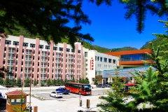 张家口万龙滑雪场双龙酒店