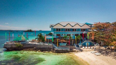 蓝珊瑚海滩度假酒店(Blue Corals Beach Resort)