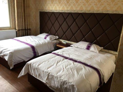 八宿邦达毛哥大酒店