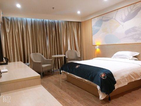 速8酒店(南昌红谷滩翠苑路地铁店)