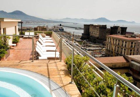 地中海那不勒斯万丽酒店(Renaissance Naples Hotel Mediterraneo)