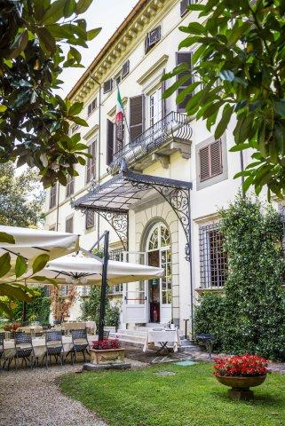 拉普林奇比萨别墅酒店(Hotel Villa La Principessa)