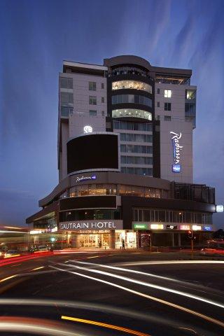 约翰内斯堡桑顿高特雷恩丽笙酒店(Radisson Blu Gautrain Hotel, Sandton Johannesburg)