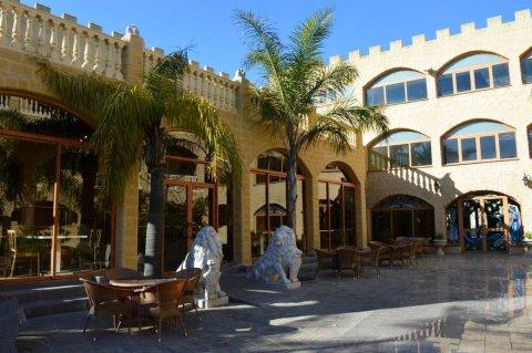 卡斯蒂略广场酒店(Hotel Plaza del Castillo)