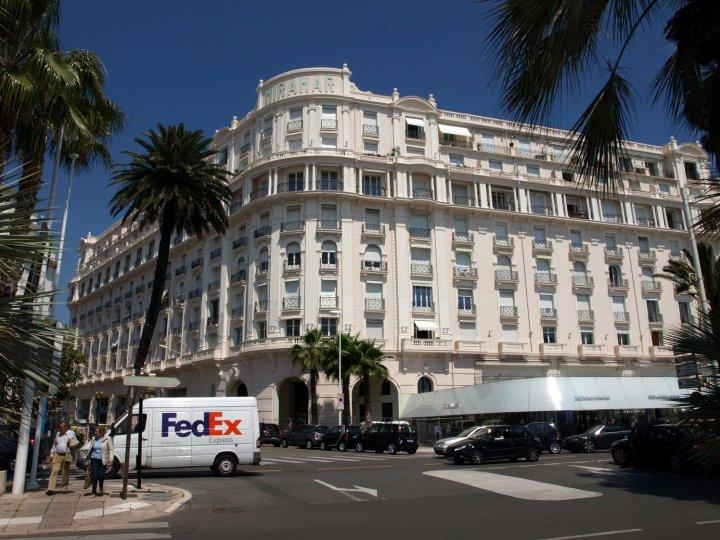 阿祖尔酒店(Azur Cannes le Romanesque)
