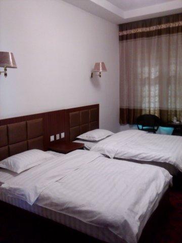 安多平安酒店(原人和宾馆)