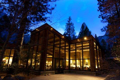 优胜美地瀑布山庄(Yosemite Valley Lodge)