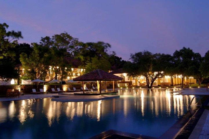 阿马亚湖坎达拉马(豪华)(Ro)(Ht)酒店(Amaya Lake Kandalama (Deluxe) (Ro) (Ht))