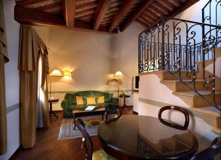 威尼斯哥伦比亚酒店(Hotel Colombina Venezia)