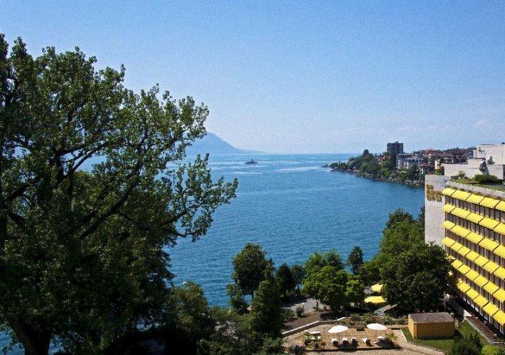 皇家广场蒙特勒温泉酒店(Royal Plaza Montreux & Spa)