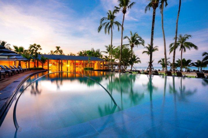 考拉拉弗洛拉度假酒店(La Flora Khao Lak)