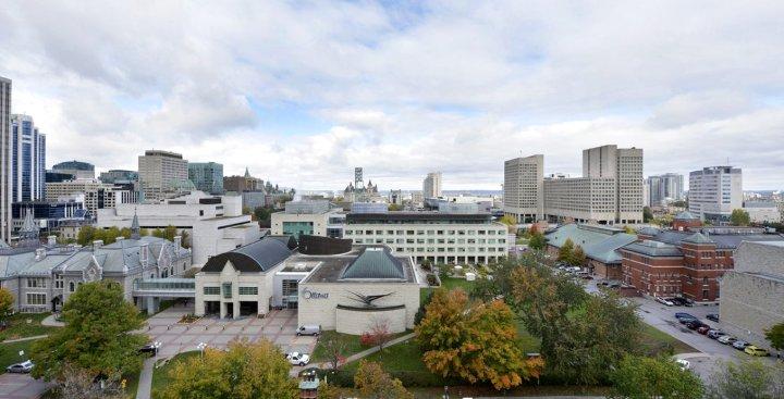 渥太华使馆酒店及套房(Ottawa Embassy Hotel & Suites)