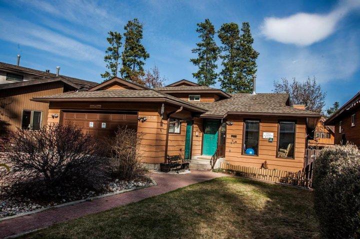 贾斯珀河溪小屋酒店(Schmidt's Cabin Creek Jasper)