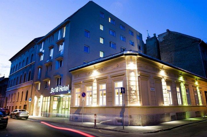 波18号酒店(Bo18 Hotel Superior)