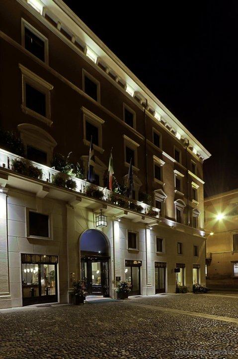 迪托瑞酒店(Due Torri Hotel)