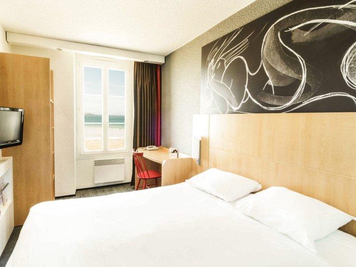 圣马洛海滨宜必思酒店(Ibis Saint Malo Plage)