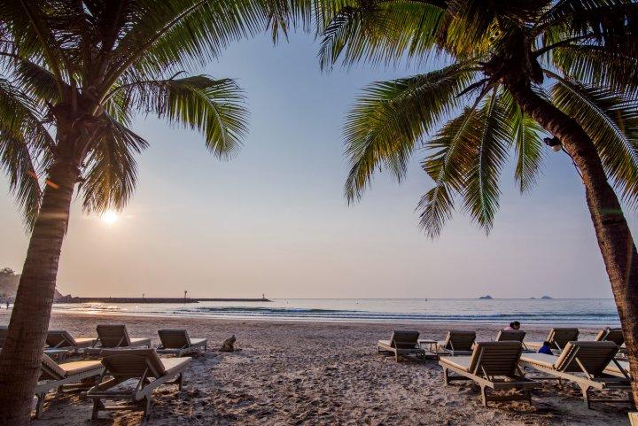 华欣安娜塔斯拉海滨酒店(Anantasila Villa by The Sea, Hua Hin Beachfront)