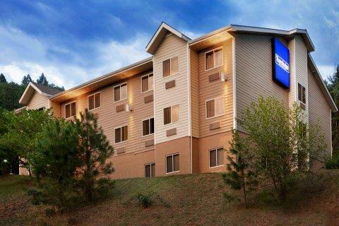邓斯缪尔旅馆&套房酒店(Dunsmuir Inn & Suites Dunsmuir)